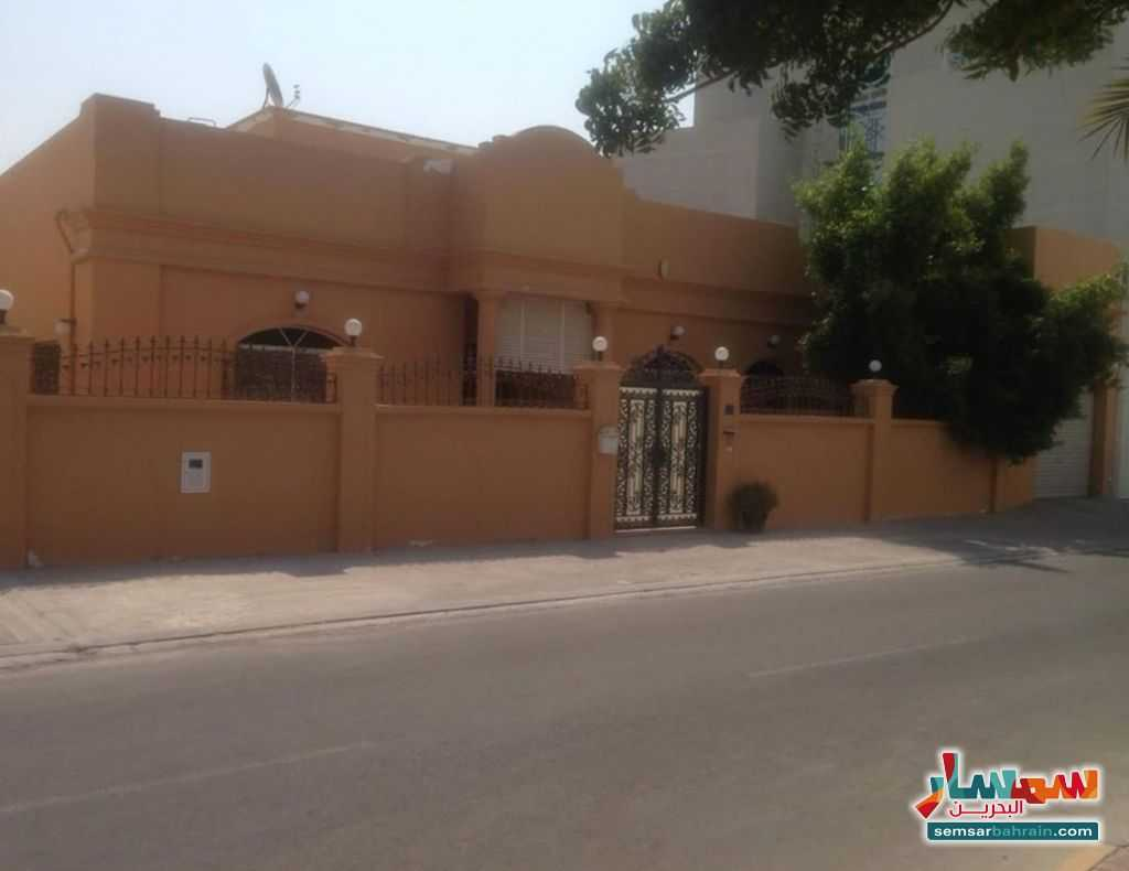 Ad Photo: Villa 3 bedrooms 4 baths 460 sqm super lux in Al Muharraq
